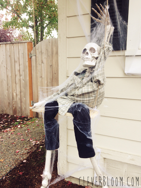 Swinging paper skeleton